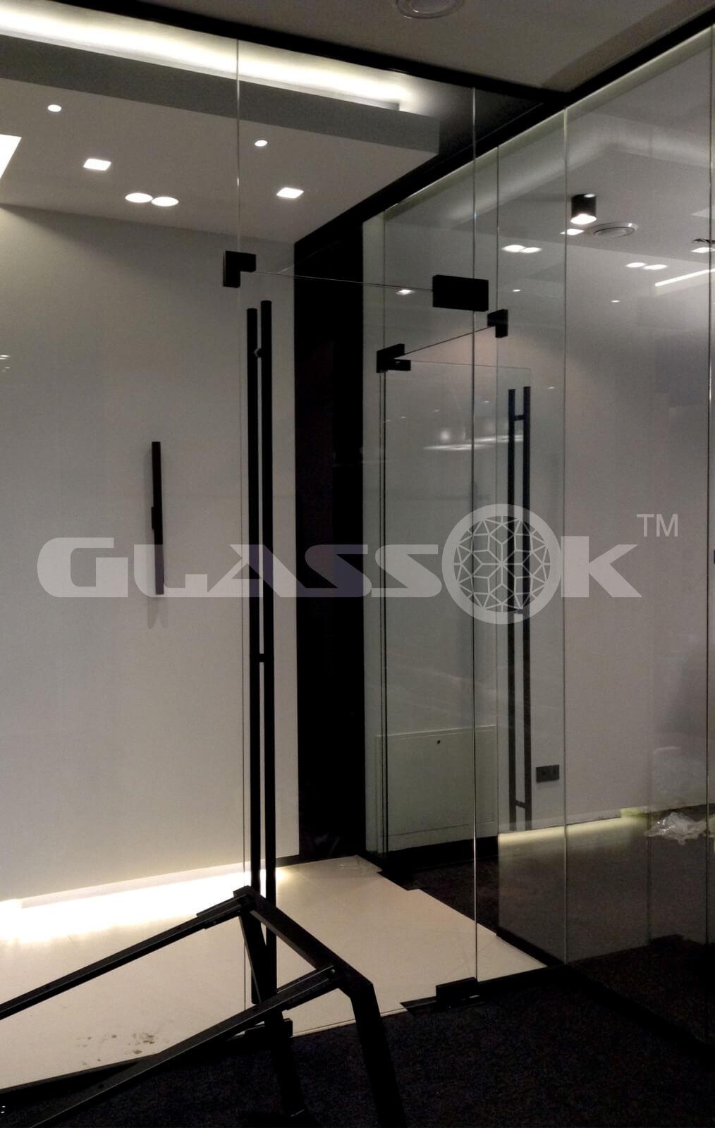 Распашные стеклянные двери купить